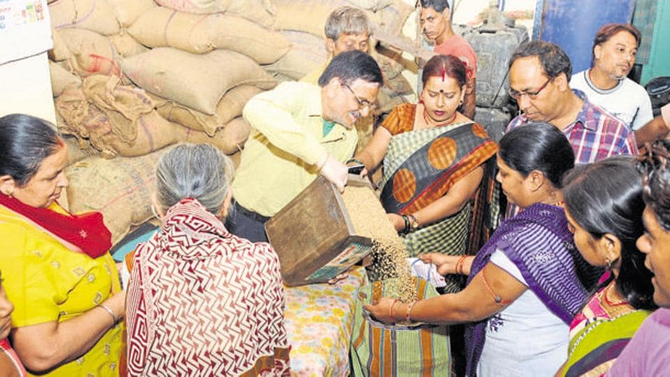 Free food grain distribution through PDS shops  proved to be a big support to the poor during Covid-19 lockdown, claims govt.