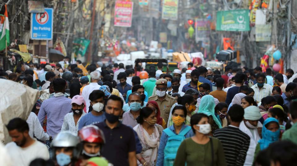 A large crowd is seen amid the coronavirus outbreak in New Delhi on October 19. Delhi on October 21 reported 3,686 new infections, the highest in 26 days, as the number RT-PCR tests continued to rise, touching a new single-day record. (Anushree Fadnavis / REUTERS)