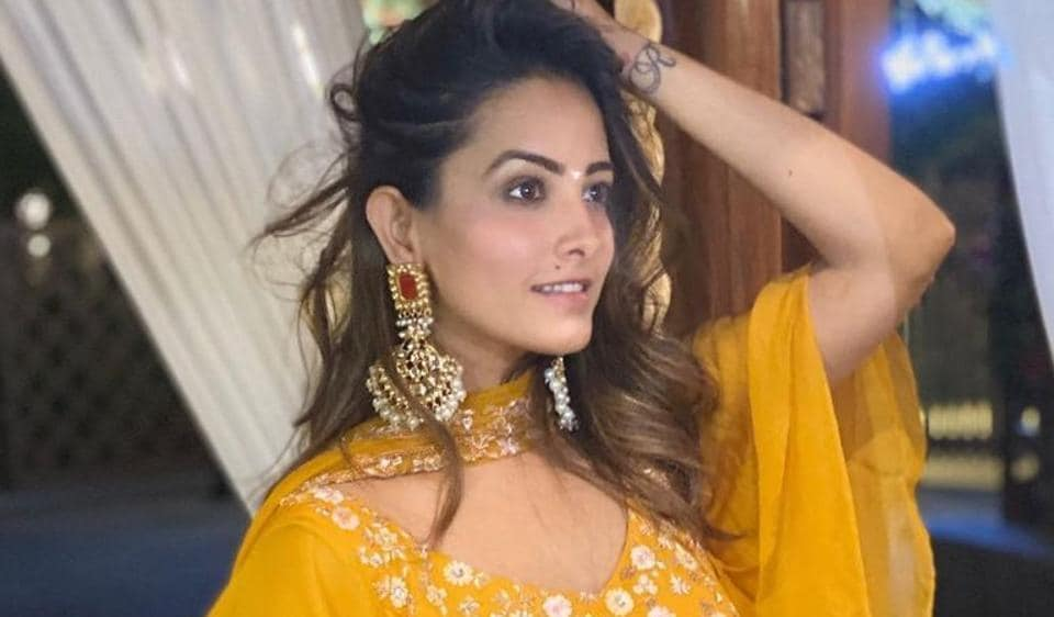 Anita Hassanandani gives a thumbs down to Bigg Boss 14, says 'hoping for it to get better'