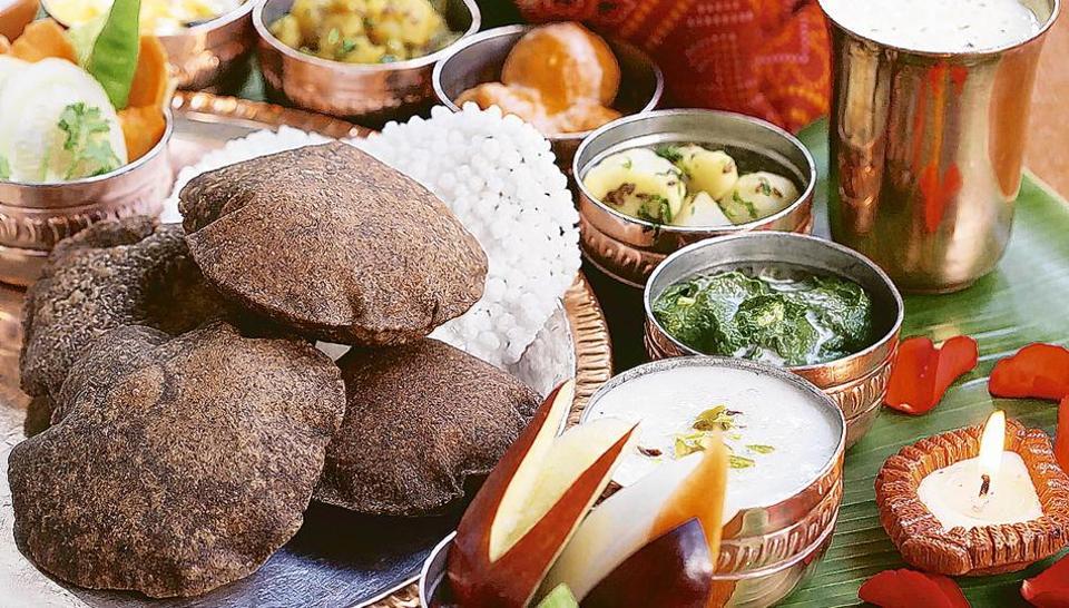 A quintessential Navratri thali comprises dishes made of kuttu ka atta, sabudana, potato, etc. that are seasoned with sendha namak.