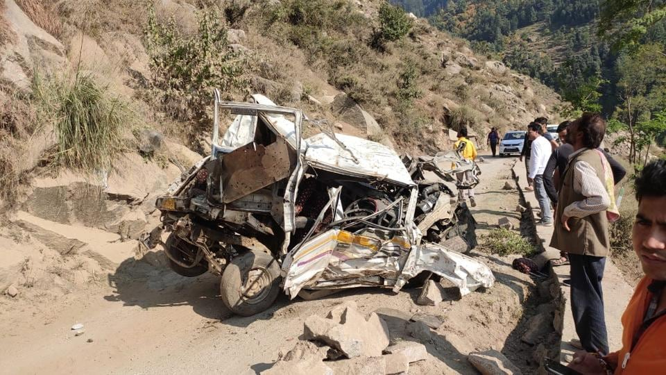 A Trax on its way from Khellani to Hambal veered off the road and plunged into a gorge at Domail in Doda district killing three people including the driver on the spot.