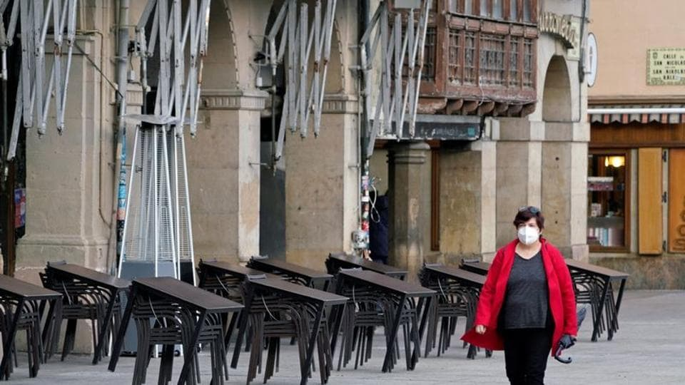While many regions favour some form of curfew, the Madrid region opposes it, a stance which has so far prevented a nationwide decision.