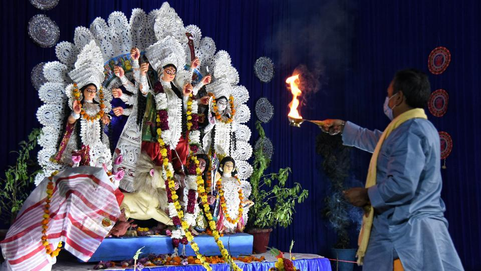 New Delhi, Oct 24 (ANI): Hindu priest performs aarti to goddess Durga during the ongoing Durga Puja festival, at Kali Mandir Monto Road in New Delhi on Saturday. (Representational)