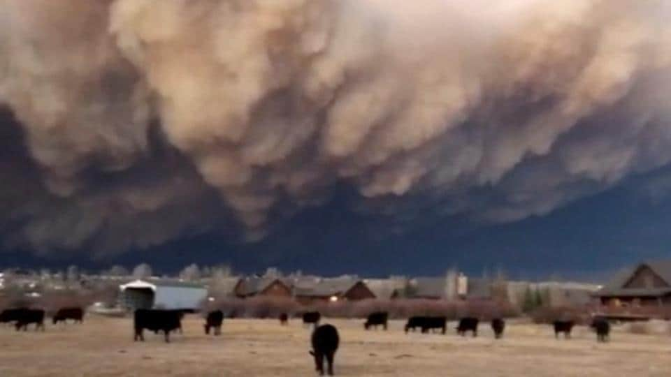 Officials issue evacuation order to Estes park residents as wildfire rages inColorado