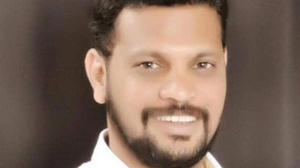 According to the police, two unidentified persons shot three bullets at Rahul Shetty, 43, while he was at tea stall near his house at Jaychand chowk in Lonavla, a hill station around 60 kilometres from Pune city.