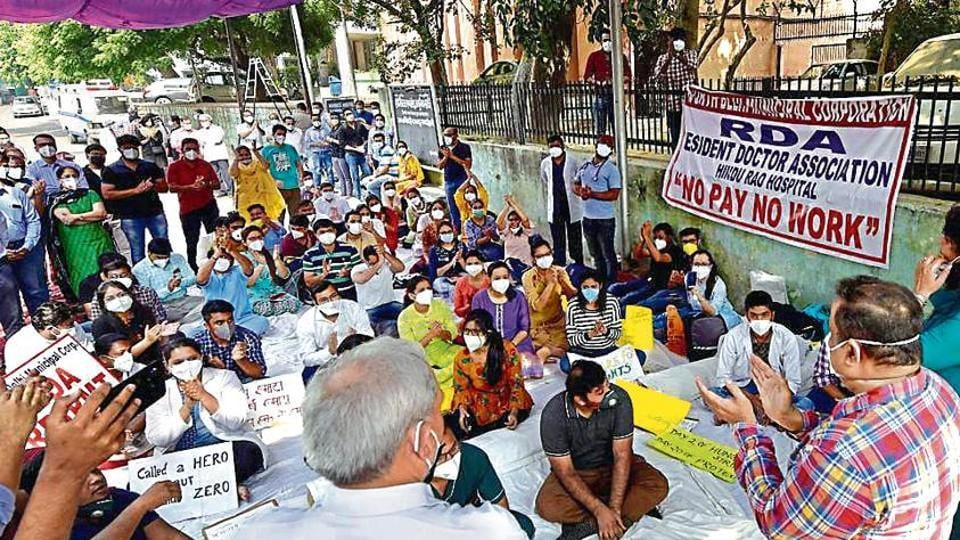 Doctors of Hindu Rao hospital on strike; Mayors of the three MCDs stage a sit-in protest outside the CM's residence.