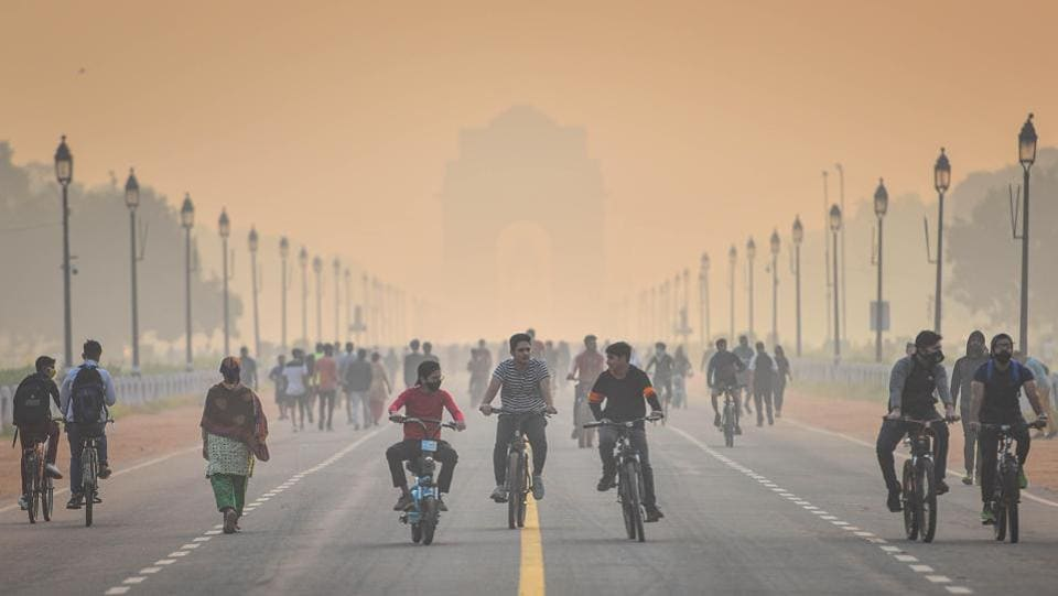 Early morning cyclists and walkers at India Gate on a smoggy day in New Delhi on October 25. India's Covid-19 Case Fatality Rate (CFR), the percentage of deaths among total cases of infection caused due to the coronavirus, has dropped to 1.50%, the lowest since March 22, the Union Health Ministry said on October 26. (Sanchit Khanna / HT Photo)
