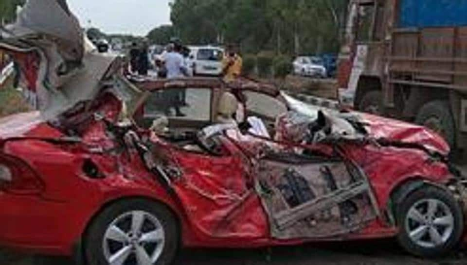 Superintendent of Police (Rural) Shrish Chandra said that the three members of a family were travelling from Delhi to Agra and had halted by the wayside on the highway.