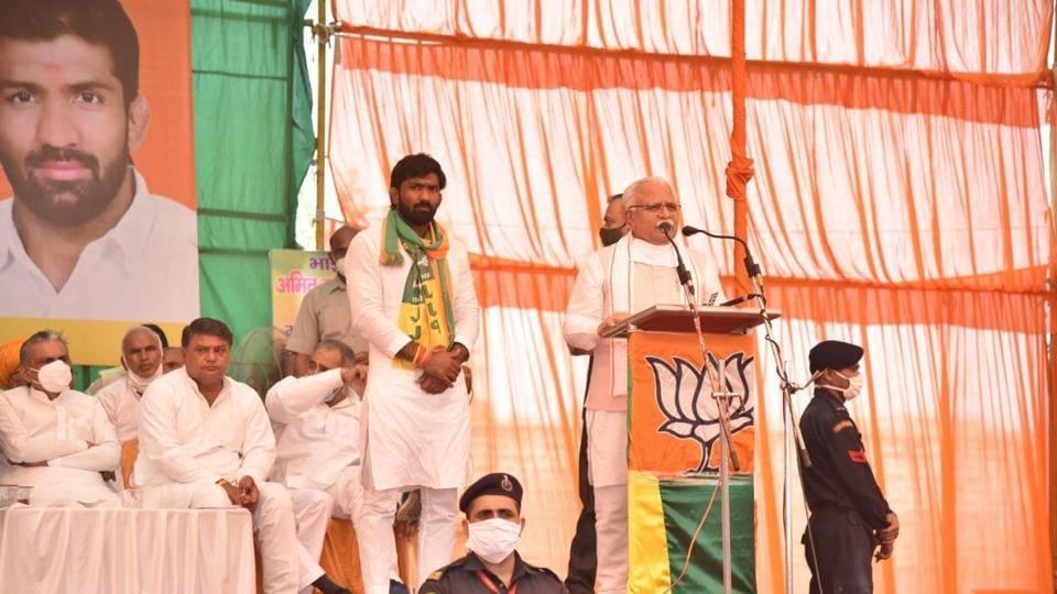 CMManohar Lal Khattar addresses a gathering at Kathura village of Baroda on Thursday.