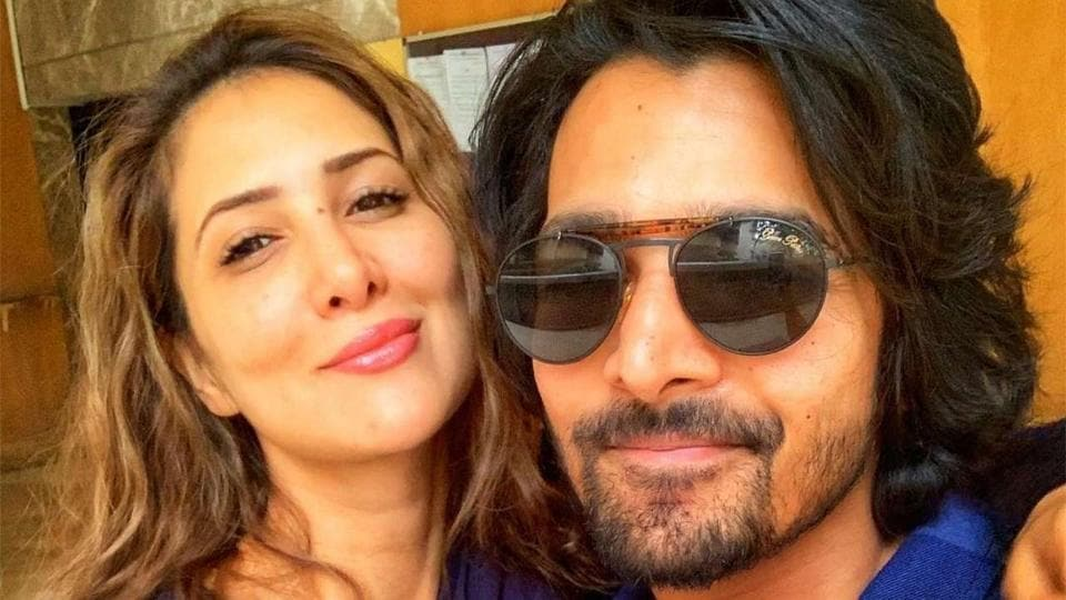 Harshvardhan Rane and Kim Sharma dated for a short while from 2018-2019.