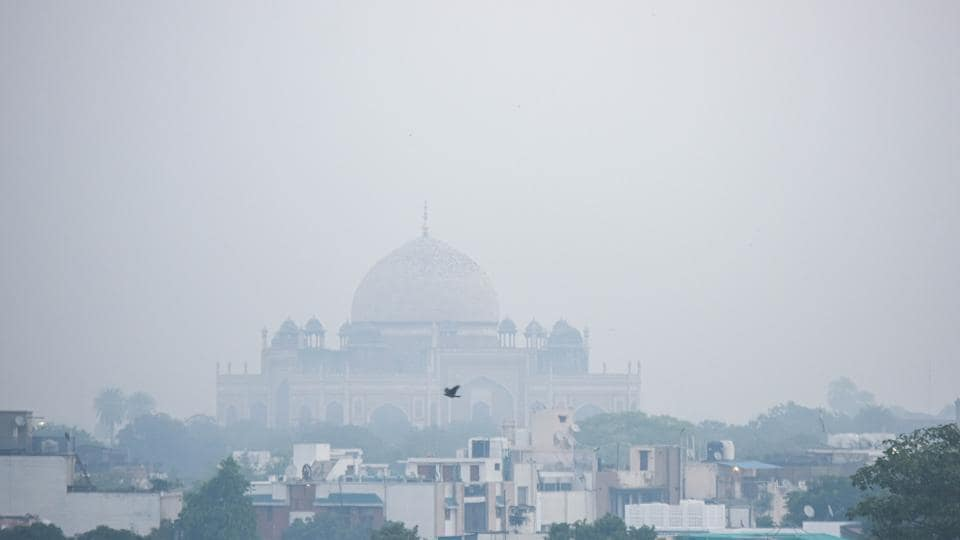 Delhi's Humayun's Tomb engulfed in a thick layer of haze.