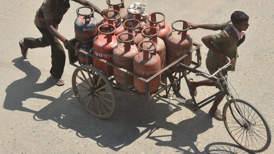 Congress spokesperson Gopal Tiwari questions the Centre on why cooking gas subsidy was stopped from April this year.