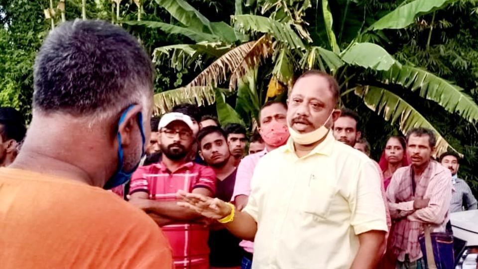 Assam forest minister Parimal Suklabaidya (centre) interacting with residents on the Assam side of Assam-Mizoram border on Friday.