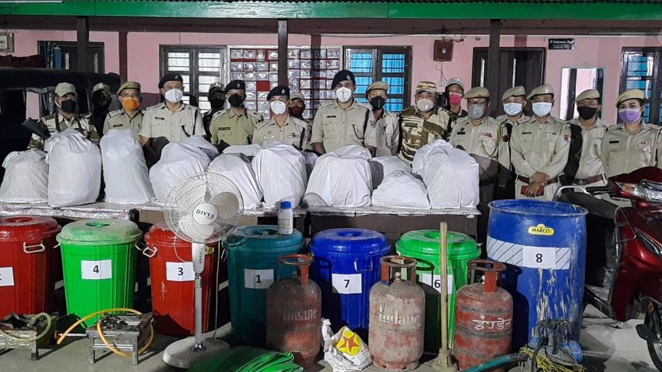 Seen here is the police with the seized drugs.  (HT Photo)