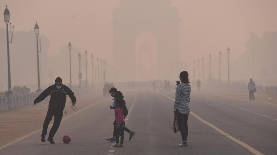 A family enjoys their visit to India Gate despite rising air pollution in New Delhi on Thursday.