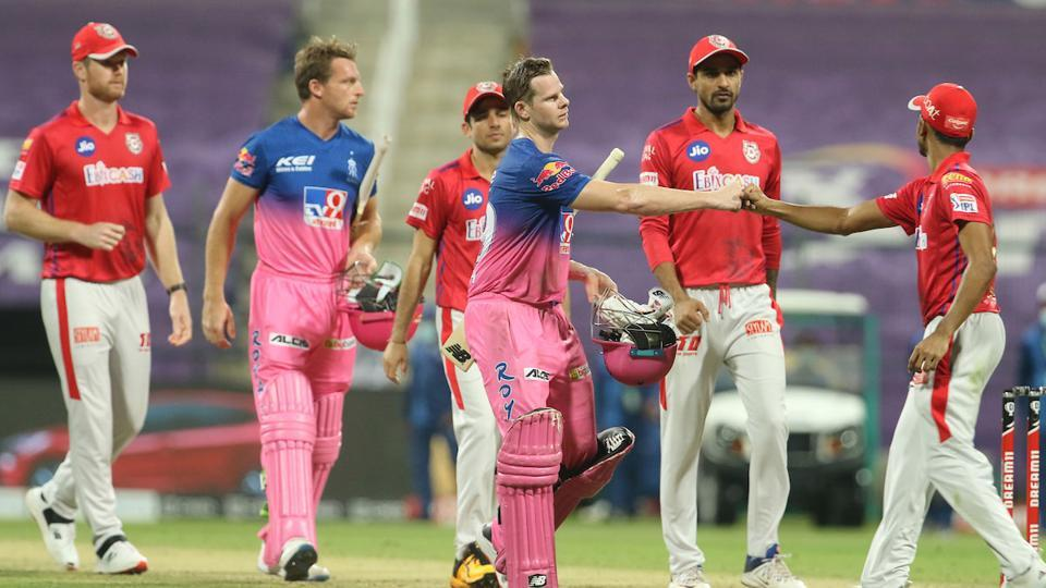Rajasthan Royals captain Steve Smith shakes hands with players of Kings XI Punjab after his team's seven-wicket win in Abu Dhabi (IPL/Twitter)