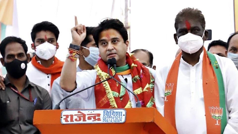 BJP MP Jyotiraditya Scindia addressing an election rally at Raisen district in Bhopal on Thursday.