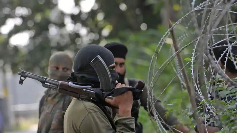 12 injured as militants throw grenade at security personnel in J-K's Pulwama - Hindustan Times