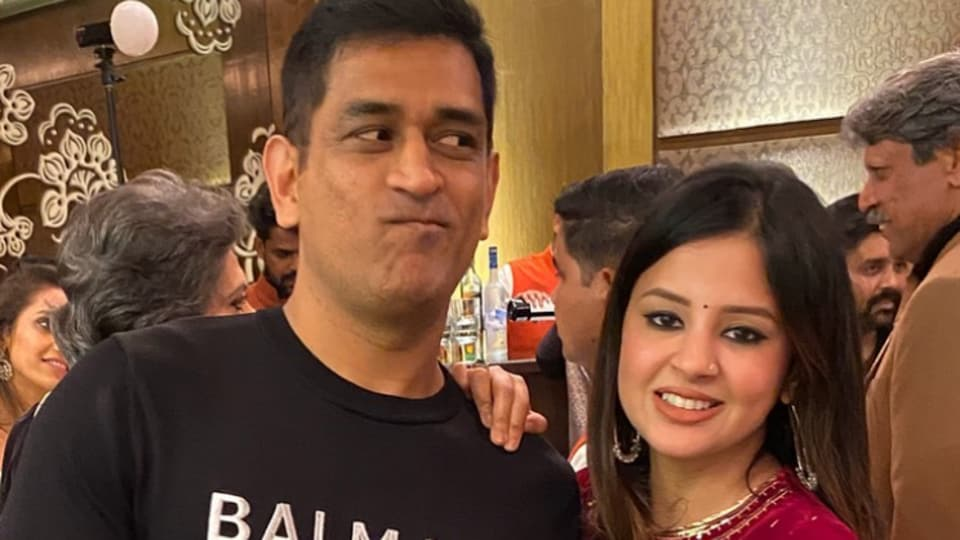 MS Dhoni with wife Sakshi