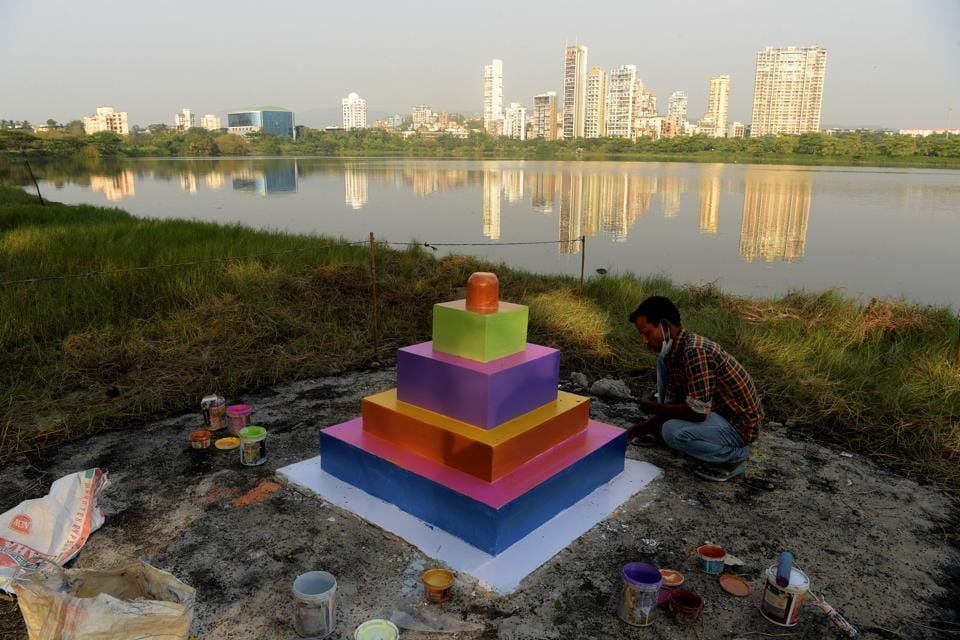 Preparation of Chhath Puja celebration on Palm beach Road at Seawoods in Navi Mumbai, India, on Thursday, November 19, 2020. (Bachchan Kumar/HT PHOTO)