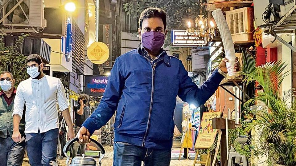 With one arm holding the deliciously-chipped chai kettle and the other carrying a stack of paper glasses, JP can be seen throughout the day busily walking about the market lanes.