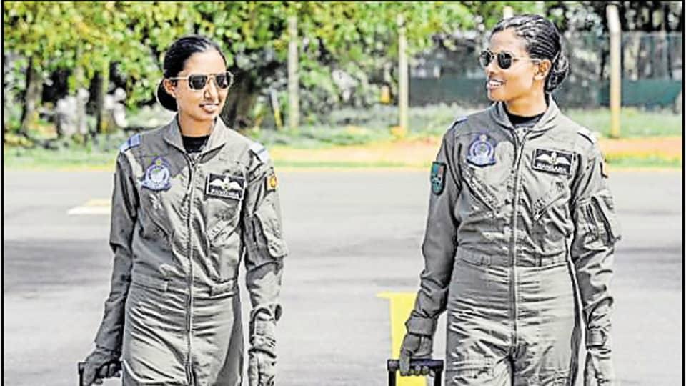 Officers Pavithra Gunaratne and Rangana Weerawardhana were commissioned as military pilots in Sri Lanka this week.