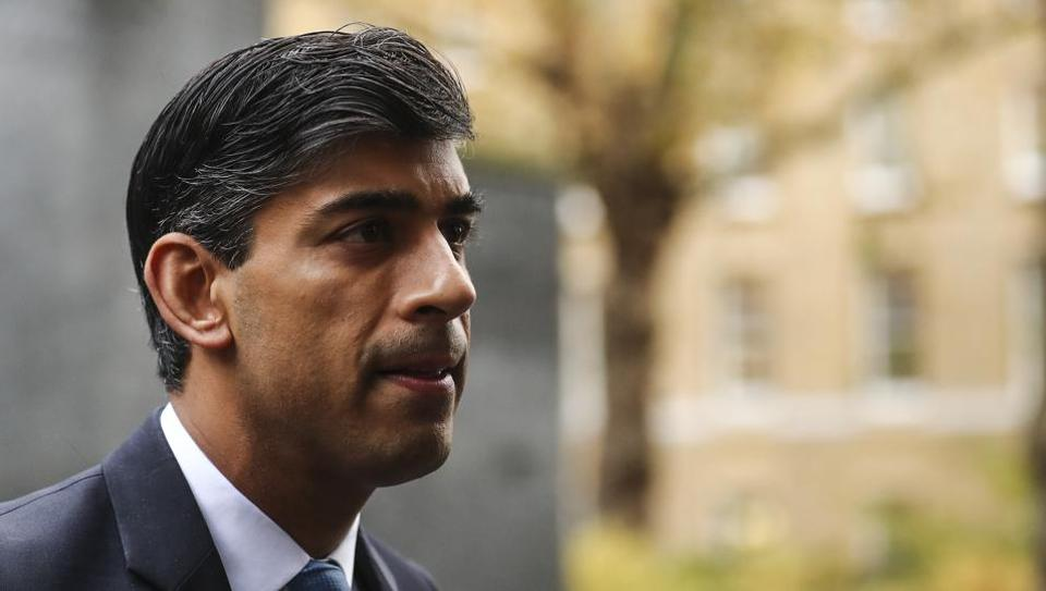 Rishi Sunak, UK's chancellor of the exchequer, arrives for a weekly meeting of cabinet ministers in London, U.K., on Tuesday, Nov. 10, 2020. (Photographer: Simon Dawson/Bloomberg)