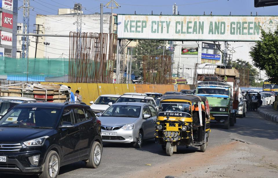 Residents say it takes 20-30 minutes to cover the 1.5-km stretch in front of the mini-secretariat from Aarti Chowk.