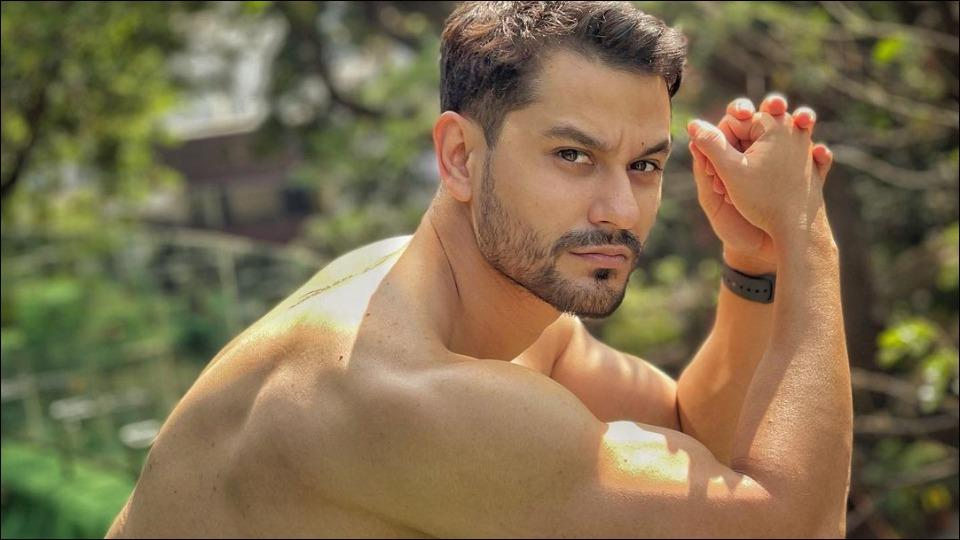 Kunal flaunts chiseled back, ripped body and Shivaay tattoo during workout