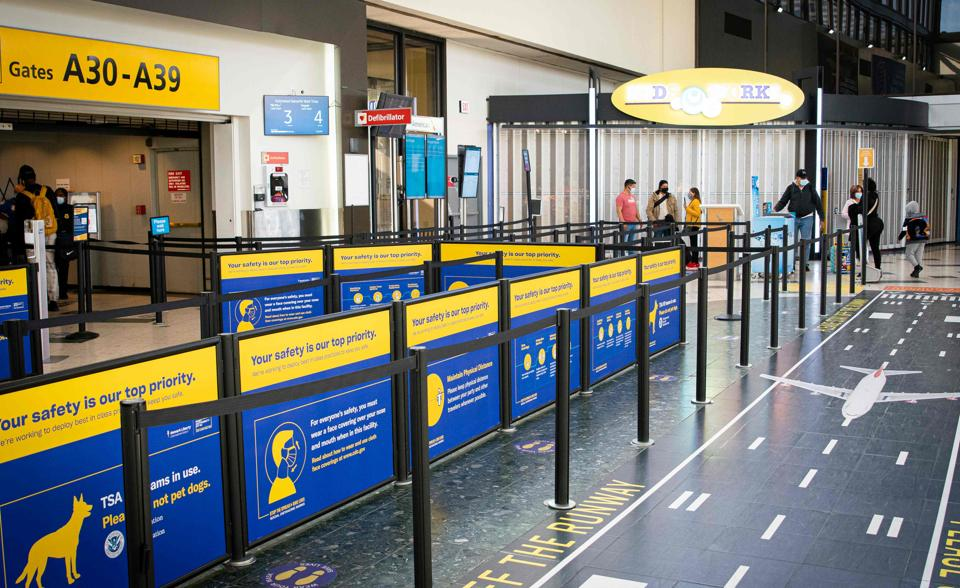 The increase came in spite of recent warnings from carriers, including American Airlines Group Inc., United Airlines Holdings Inc. and Southwest Airlines Co., about softening holiday travel demand.