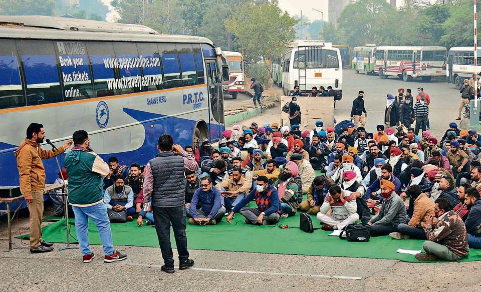 Passengers suffer as Punjab Roadways staff go on strike in Ludhiana - Hindustan Times