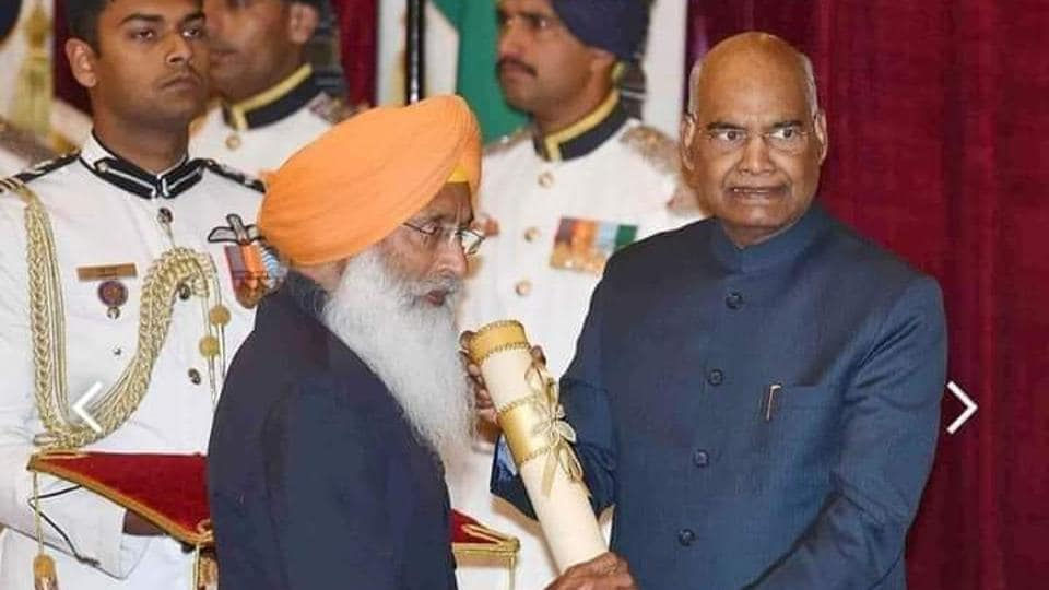 Padma Bhushan being conferred on Sukhdev Singh Dhindsa by President Ram Nath Kovind in March 2019.