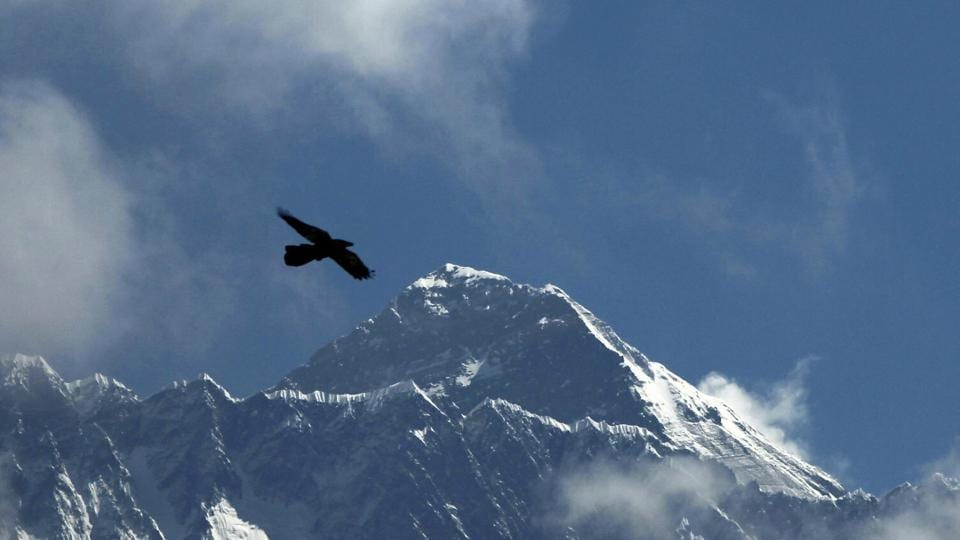 Chinese President Xi Jinping and his Nepalese counterpart Bidya Devi Bhandari announced the new height of the world's highest mountain through an exchange of letters.
