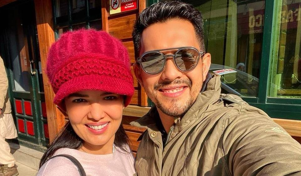 Aditya Narayan shares video with wife Shweta Agarwal from Kashmir honeymoon, see his mother's reaction – music – Hindustan Times