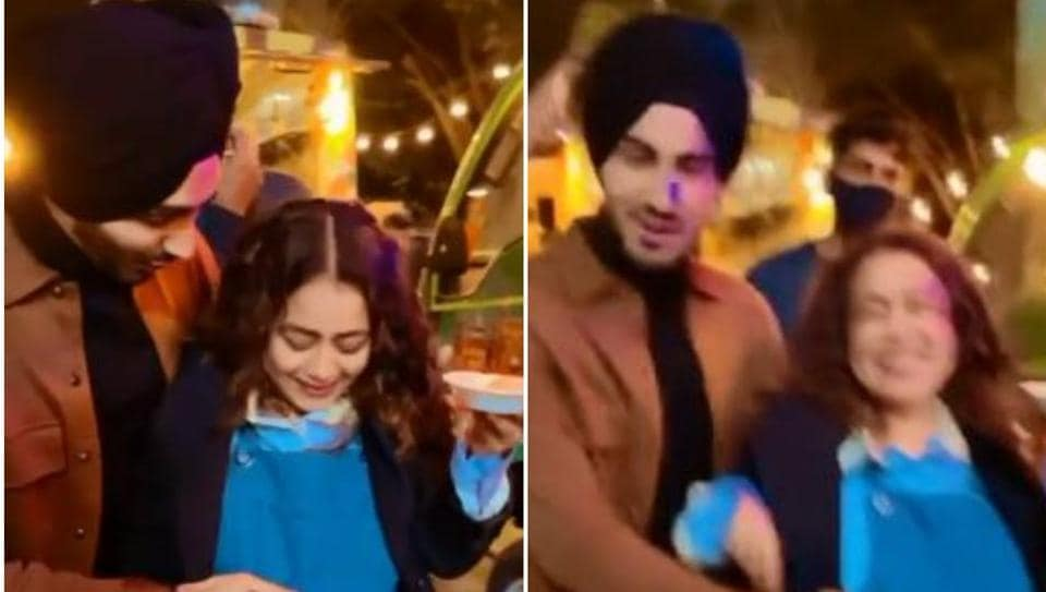 'Pregnant' Neha Kakkar says the baby's kicking in behind-the-scenes Khyaal Rakhya Kar video, Rohanpreet Singh comes to her rescue – music – Hindustan Times