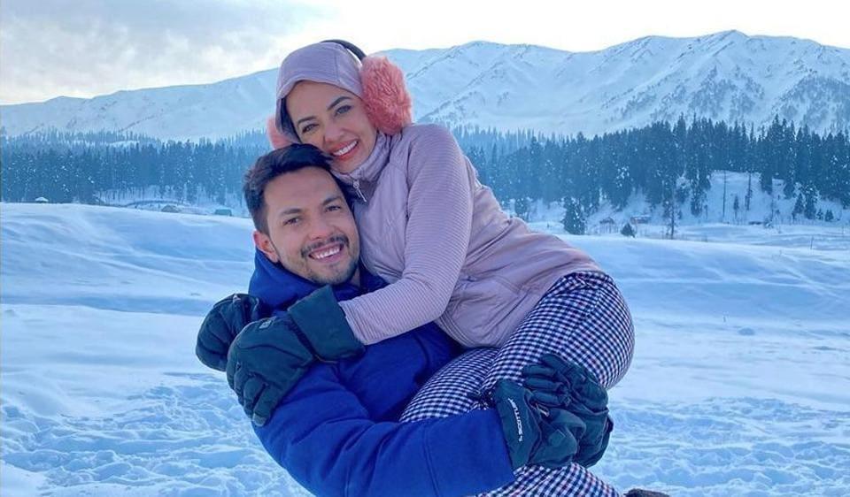 Aditya Narayan returns to Indian Idol 12 set, jokes about special glow  after honeymoon. See Neha Kakkar's comment - tv - Hindustan Times