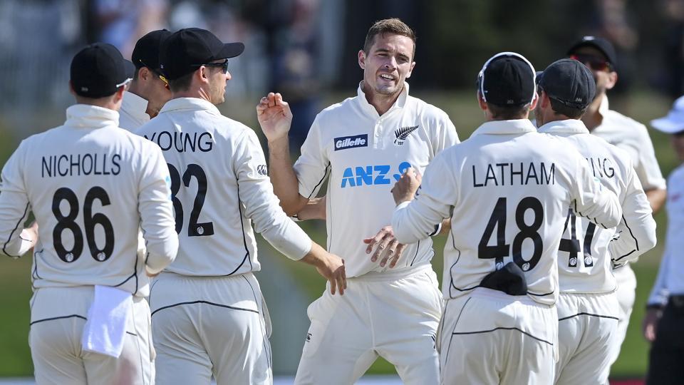 Southee takes 300th wicket as New Zealand edge towards Pakistan win - Hindustan Times