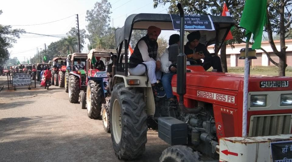 Farmers are taking out a tractor parade in Sitarganj of US Nagar on Thursday.