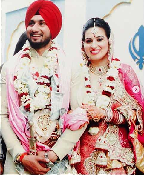 Honey Singh shares a throwback pic with wife Shalini from their wedding.  See it here - Hindustan Times
