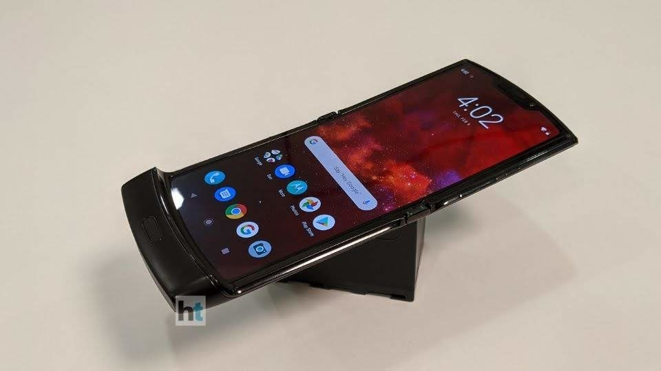 The foldable phone has a 6.2-inch pOLED foldable display with 21:9 aspect ratio and 2,142x876 pixels resolution when fully opened.