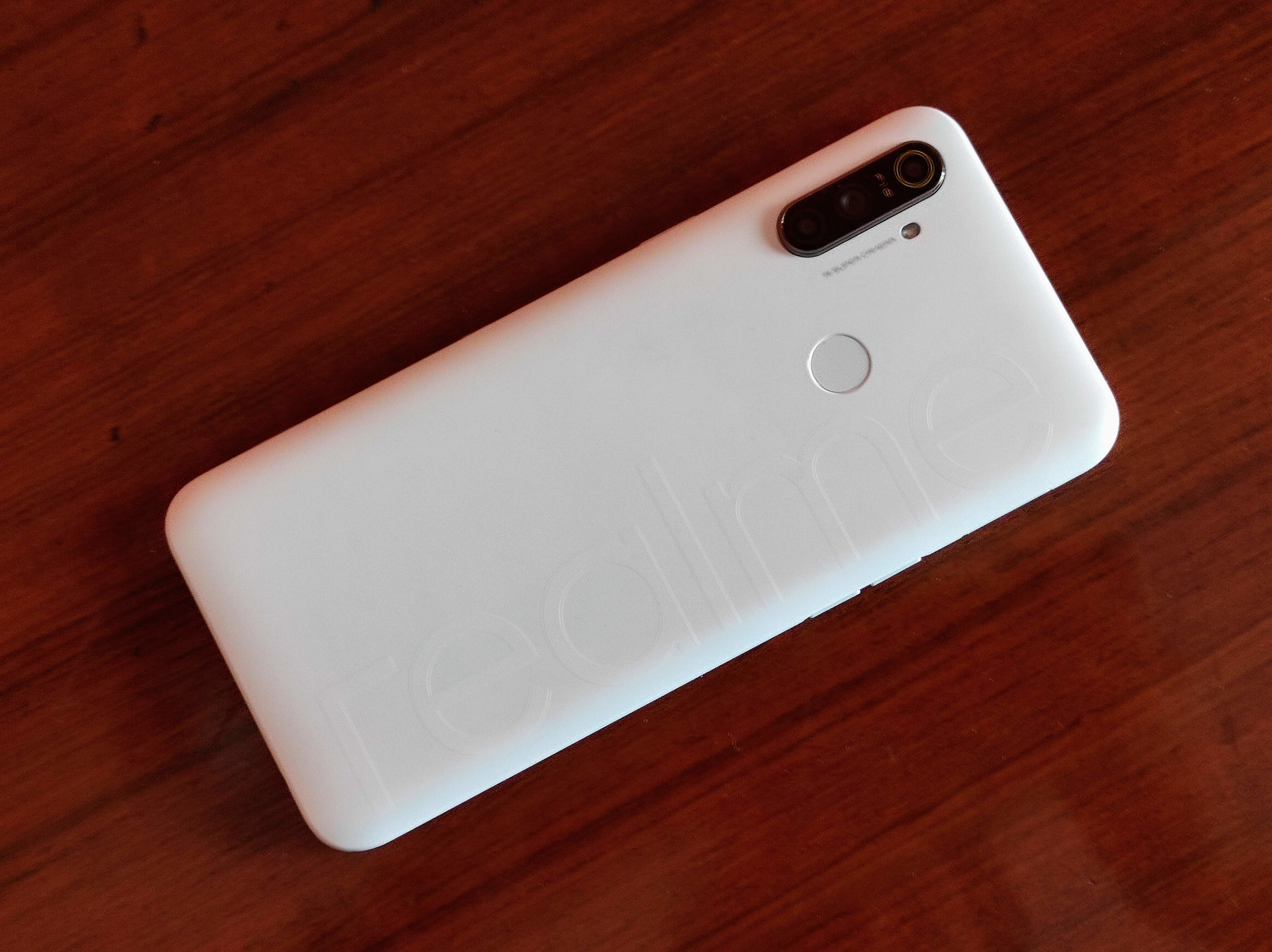 Here's a Realme Narzo 10A 'So White' variant that is priced at  <span class='webrupee'>₹</span>8,499.