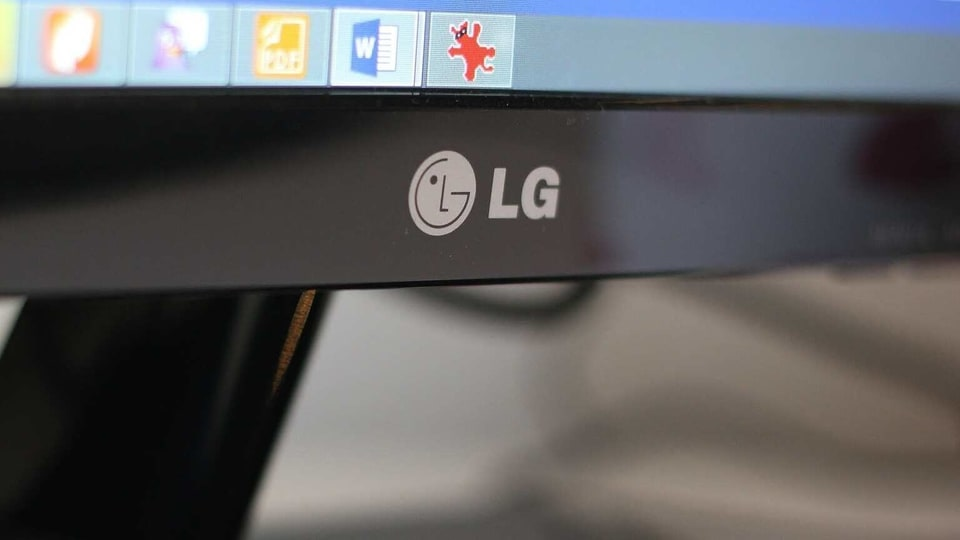 LG Uplus hopes the AR headset will attract more customers to its 5G service as they can enjoy more multimedia and gaming content.