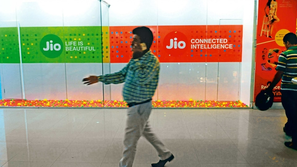 Reliance Jio's <span class='webrupee'>₹</span>999 plan offers 252GB data for 84 days.