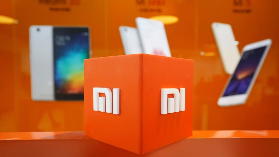 Xiaomi has used under display proximity sensors and mics in earlier Mi Mix smartphones, so adding a slide-up module would mean they can produce a 95% plus screen-to-body ratio.