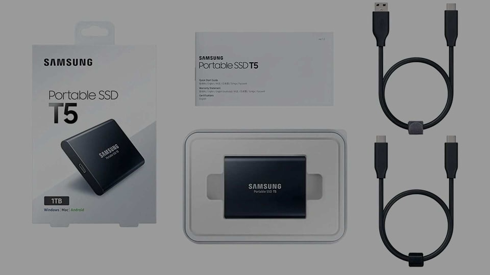 Packed with 1TB storage space and several advanced features, T5 External Hard Drive from Samsung gives better software compatibility and offers high performance.