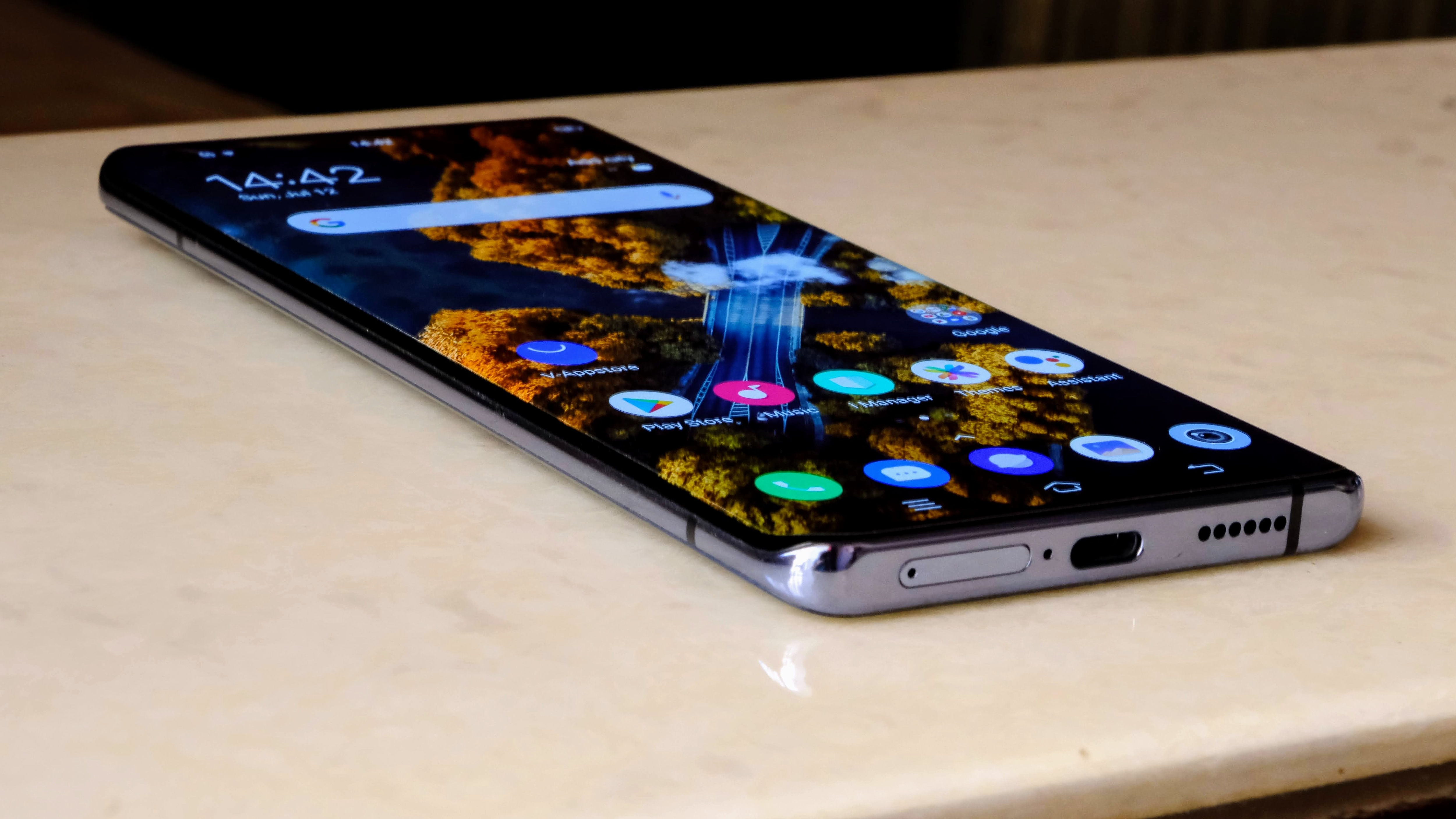 The smartphone has a 6.5-inch FHD+ Samsung AMOLED screen with 60Hz and 90Hz refresh rate options.