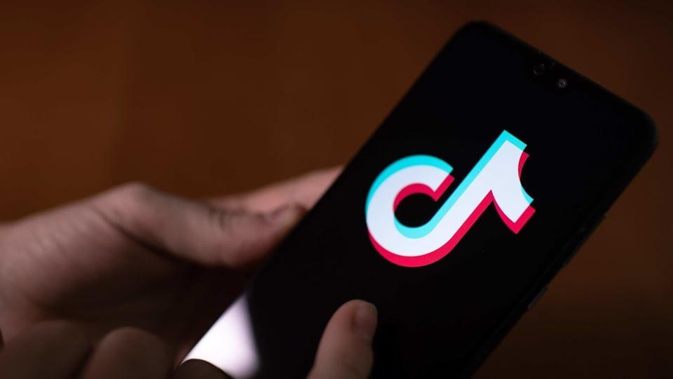President Donald Trump signed a pair of executive orders prohibiting U.S. residents from doing business with the Chinese-owned TikTok and WeChat apps beginning 45 days from now, citing the national security risk of leaving Americans' personal data exposed. Photographer: Ivan Abreu/Bloomberg