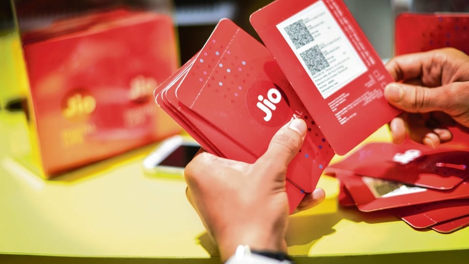 Airtel offers unlimited data to broadband subscribers, plans start ₹499