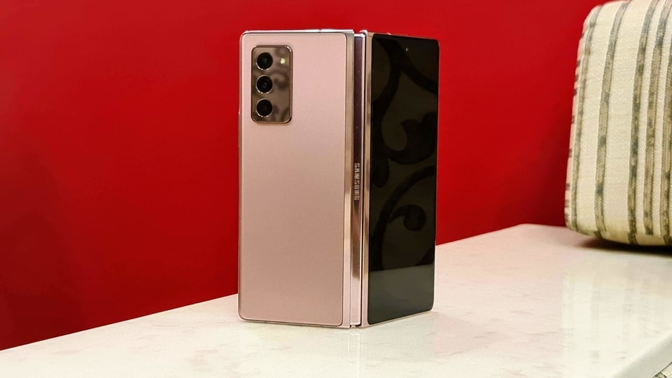 Samsung Galaxy Z Fold 2 is priced at <span class='webrupee'>₹</span>1,49,999. It comes in Bronze and Mystic Black colour variants.