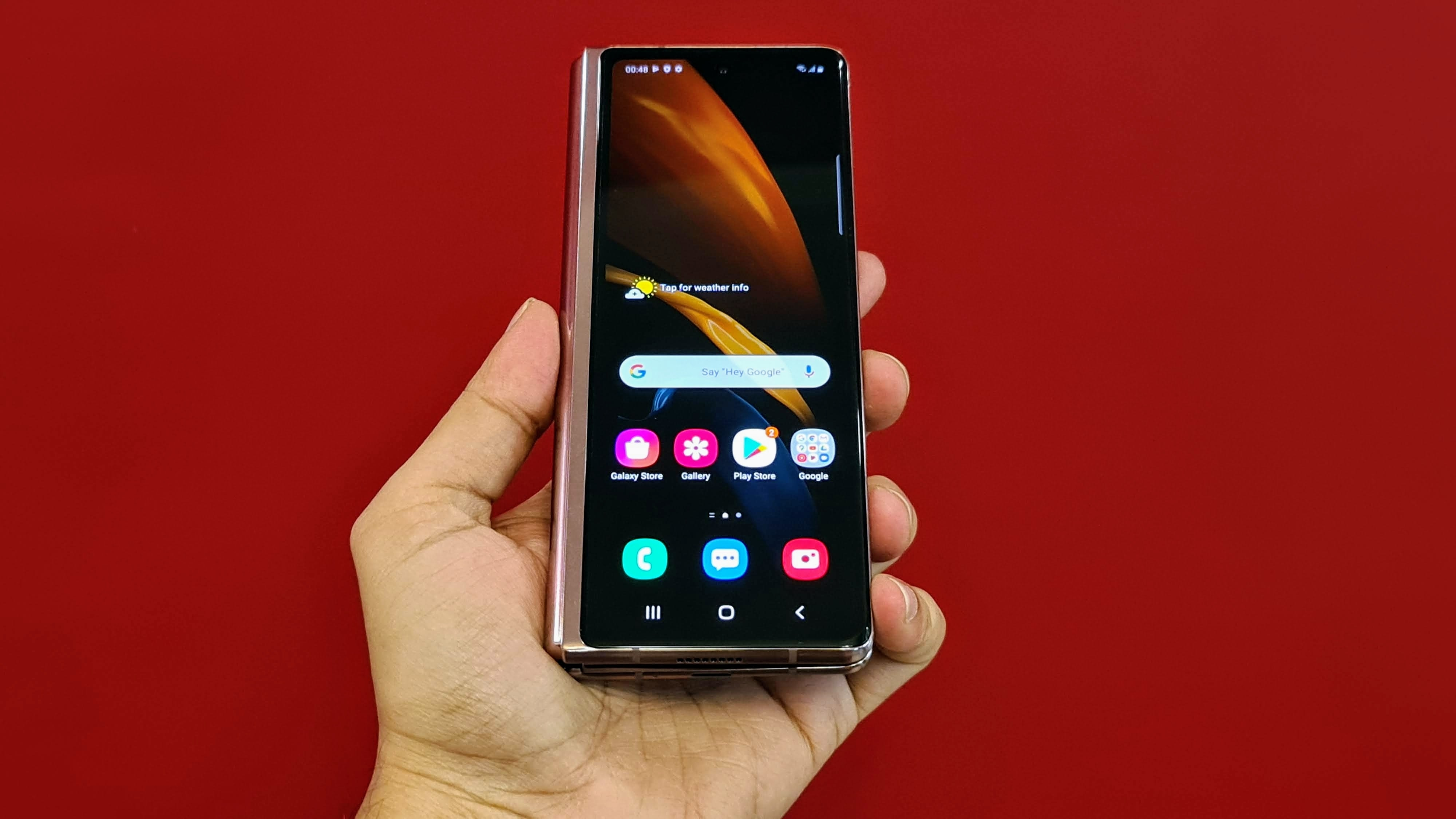 With a larger cover display than before, you can work more on this without opening the phone every time. Most of the work can be done on this itself.